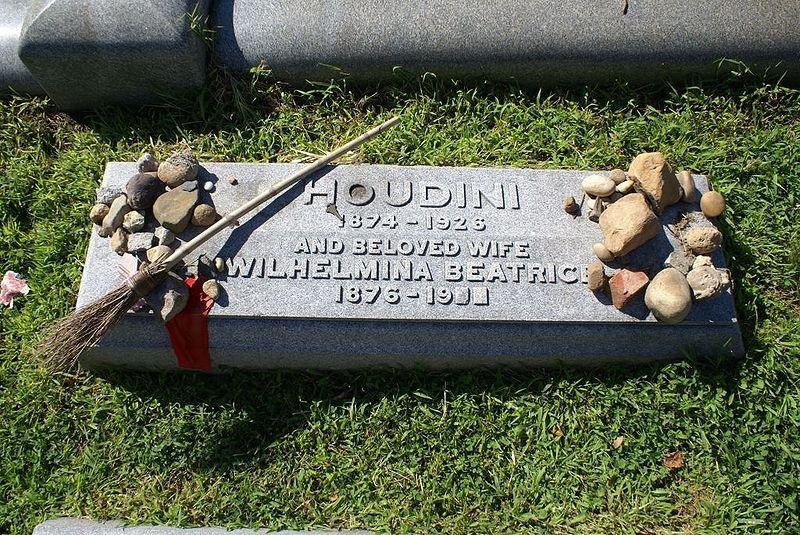 houdini-grave-wiki.jpg__800x600_q85_crop